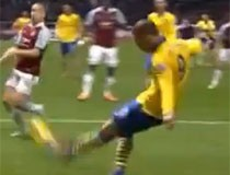 Arsenal se spasio i zadržao vodstvo u Premiershipu!
