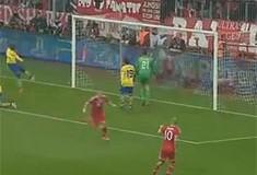 Bayern izbacio Arsenal: Golčina Podolskog i promašen penal u 90.!