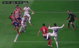 Katastrofalni sudac uništio je madridski derbi  , Suarez konačno zabio – Barcelona na +10 ! Napoli razbio Milan