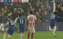 Liverpool nakon preokreta uspio svladati Leicester , Chelsea je dobio Stoke , poraz Evertona