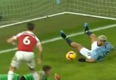Nezaustavljivi Sergio Agüero; prvi od tri svoja gola zabio je već u 48. sekundi utakmice , preporođeni Manchester United nastavio pobjednički niz