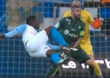 Juventus preživio pakao San Paola; dva crvena kartona, promašeni penal i – pobjeda 'stare dame' ;  Marseille preskočio St. Etienne na četvrtoj poziciji pobjedom u derbiju